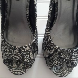 Peep Toes Black & white patterns shoes